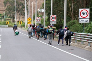 Venezuelans once again fleeing on foot as troubles mount