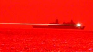 Marina de EEUU realiza primera prueba en el mar con un arma láser y derribó un dron en pleno vuelo (VIDEO)