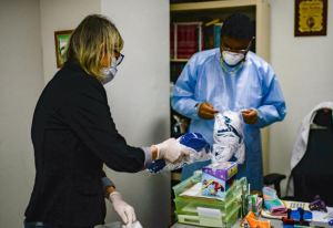 Presidencia Encargada entregó 300 mascarillas a pacientes oncológicos, informó diputada Lozano