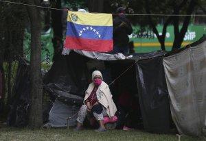 AP: Venezolanos varados construyeron un campamento en Colombia en medio de la pandemia