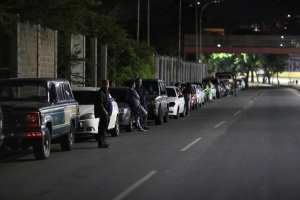 Es oficial, al menos 46 estaciones de servicio en Caracas se quedaron sin combustible (LISTA)