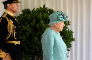 La reina Isabel II creó una señal secreta para que la saquen de un evento si se siente mal