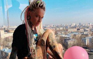 ¡Tatuada y DJ! La SEXY rusa que despertará tus más locas fantasías (Fotos + Puff)