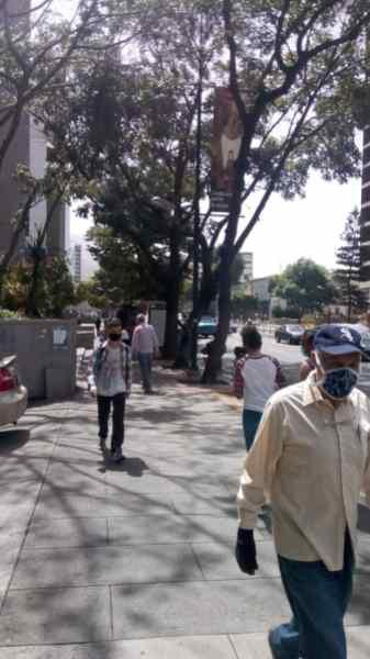 Así vive Caracas la cuarentena radical (fotos) 3