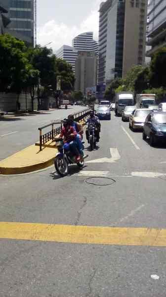 Así vive Caracas la cuarentena radical (fotos) 4
