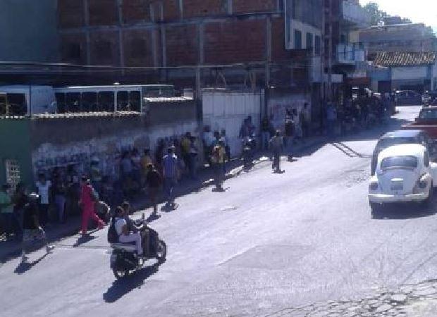 Conductores reportaron caos y confusión para surtir gasolina en Ocumare del Tuy este #6Jun