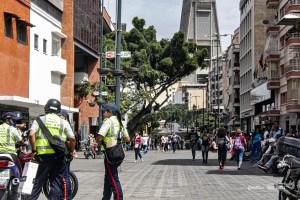 """Habla la calle: Para los caraqueños, efectuar un show electoral en pandemia es un """"riesgo total"""" (Video)"""