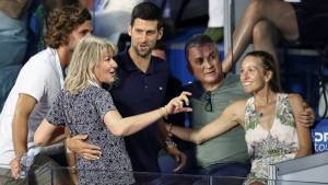 ¡Lo que faltaba! El padre de Djokovic culpó a otro tenista del brote de Covid-19 en el torneo