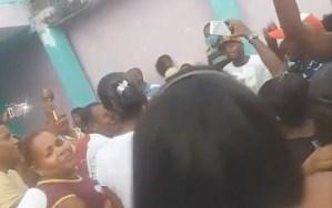 """""""¡Aquí no hay coronavirus!""""… el insólito cántico entonado por guaireños irresponsables durante las fiestas de San Juan (VIDEO)"""