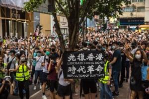 Hong Kong detuvo al menos a 60 manifestantes y despliega miles de efectivos policiales para evitar protestas
