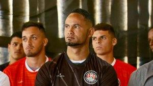 Brasil: Entrenadora de fútbol renunció tras fichaje de portero condenado a 20 años por feminicidio
