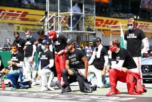 Hamilton y otros pilotos se arrodillan contra el racismo en Austria (Fotos)