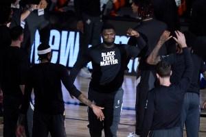 Jugadores de NBA se arrodillaron contra el racismo en reinicio de la temporada (Fotos)