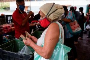 Salario integral en Venezuela solo sirve para gastarlo en uno o dos alimentos básicos