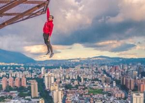 """La nueva hazaña del """"Hombre Araña"""" venezolano en el centro de Caracas (VIDEOS)"""
