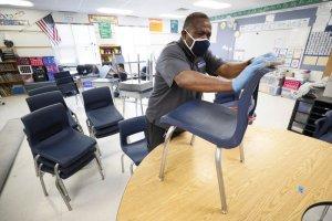 El presidente Trump insiste en que las escuelas vuelvan a abrir