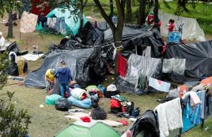 Unos 400 connacionales varados en Bogotá levantarán su campamento y viajarán a Venezuela (Fotos)