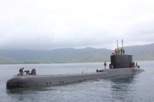 ¿Echándose colita? Así Padrino López y Remigio Ceballos presumieron un viejo submarino (FOTOS)