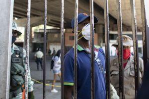 Bloomberg: Las señales que anticipan un inminente aumento en las muertes por Covid-19 en Venezuela
