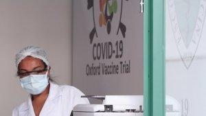 Oxford seguirá con pruebas de su vacuna pese a morir un voluntario en Brasil