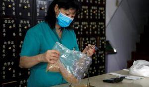 Advierten que una cepa del coronavirus ha mutado y es un 31% más infecciosa