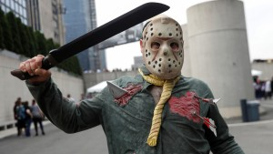 """El icónico personaje de la saga """"Viernes 13"""" promueve una campaña sobre el uso de la mascarilla (Video)"""