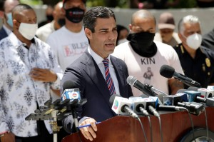 """""""No es suficiente"""", pronunció el alcalde de Miami sobre las medidas que ha tomado Biden hacia Cuba"""