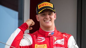Maniobra peligrosa e insultos: La furia de Mick Schumacher contra un rival de Fórmula 2 (Video)