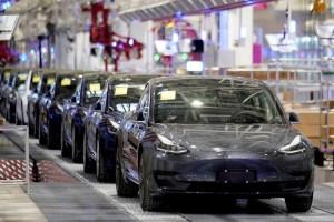 Un error caro: Hombre alemán compró 28 autos Tesla por accidente