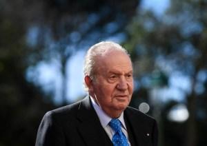 El rey emérito Juan Carlos I sigue amenazado por las investigaciones tras un año de exilio