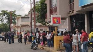 """Lo menos """"flexible"""" en Cojedes son las mega colas para ingresar a los bancos este #10Ago (FOTOS)"""