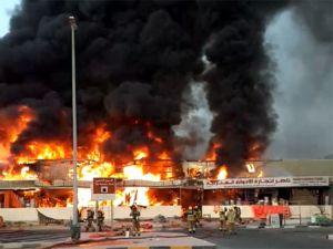 Incendio de gran magnitud se registró en ciudad de Emiratos Árabes Unidos