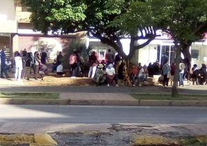 Margariteños hacen largas colas para retirar efectivo este #14Ago