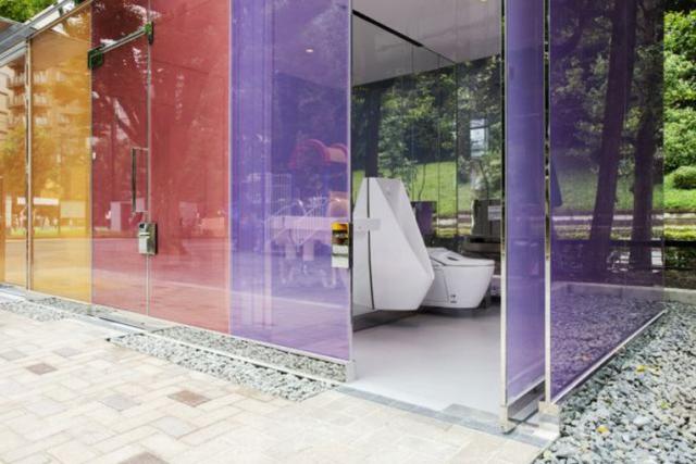 El inesperado éxito de los baños públicos transparentes en Tokio ...