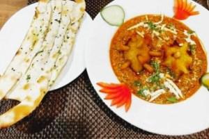 """Restaurante indio apuesta por el """"Covid-Curry"""" para llenar sus mesas"""