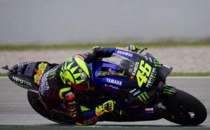 A 10 vueltas del final, luchando por la victoria, Valentino Rossi sufrió dramática caída (VIDEO)