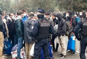 La policía desmantela un campamento con cientos de migrantes en Francia
