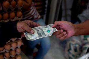 El precio del dólar paralelo en Venezuela supera el millón de bolívares