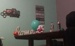 """Grabó el momento en que un juguete se cayó de la mesa tras pedirle al """"fantasma que lo tumbara"""" (Video)"""