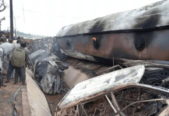 Aterrador incendio de un camión de gasolina deja 23 muertos en Nigeria  (Video)