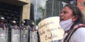 El grito desesperado de una docente venezolana: Quiero comer bien, no tengo que darle a mis hijos (Video)