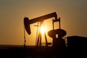 Los precios del crudo baja por resurgencia del Covid-19 y fortaleza del dólar