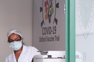 Muere voluntario en prueba de vacuna Covid-19 de Oxford/AstraZeneca en Brasil