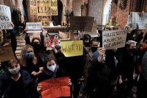 Protestas en las iglesias de toda Polonia contra la prohibición del aborto