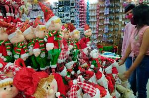 Precios de adornos navideños escandalizan a los guaros