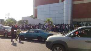Así se encuentra la sede del Saime de Ciudad Bolívar con largas colas por operativo de cedulación #19Oct