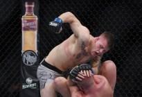 La inesperada reacción de un luchador de la UFC tras noquear a su rival (Videos)