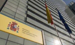 España acusa al régimen de Maduro de violar la Convención de Viena al detener personal de su Embajada y registrar sus viviendas