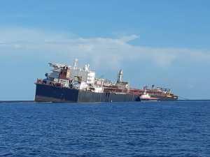 Continúa hundiéndose el tanquero Nabarima en aguas venezolanas (foto)