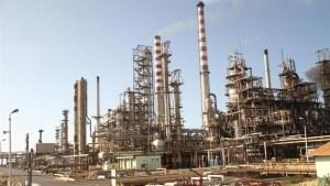 Crónica de una muerte anunciada: Paralizada la producción de gasolina en la refinería Cardón